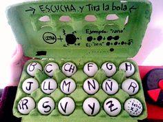 Pelotas de ping pong con grafías. Spanish Class, Lunch Box, Games, Activities, Spanish Classroom, Bento Box, Gaming, Plays, Game