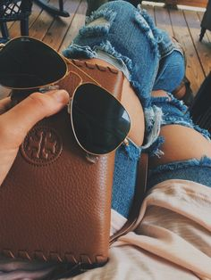Tory Burch & Ray-Ban Aviator #sunglasses http://www.smartbuyglasses.com/designer-sunglasses/Ray-Ban/Ray-Ban-RB3025-Aviator-Classic-L0205-19152.html