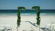 CBG191 Weddings Riviera Maya arch with greenery / arco para ceremonia con decoración de hojas y follajes
