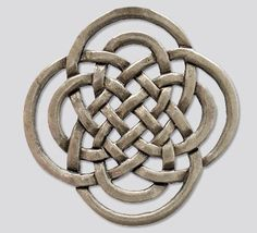 The Symbol of the Rightful OneIt has the form of a celtic knot, composed of two St John's crosses (also known as the 'clover or eternity' knot). In the symbol, two eternity knots are interwoven – one large and one small. Symbolizing how the two wo