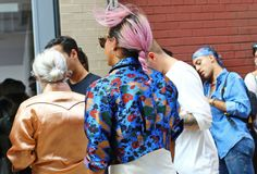 Anderson top - Street Style: Spring 2015 New York Fashion Week Top Street Style, New York Fashion Week Street Style, Ny Fashion Week, World Of Fashion, Hair Romance, Saturated Color, Celebrity Look, Spring 2015, Hair Inspiration