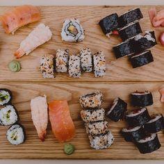 We are sushi lovers! #belenychristiansecasan #cuentibodas // Foto de @raquelbenito_ // www.bodasdecuento.com