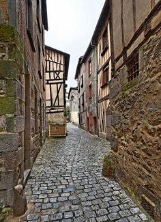 Rue de la Huchette - Limoges - Haute Vienne by Vaxjo, via Flickr