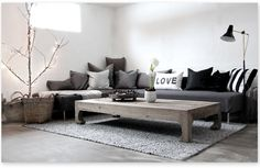 Love how simple and cosy this living room is, and it's cool! Love the pillow-filled sofa too.