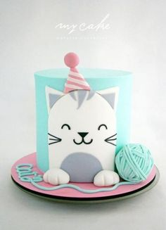 Easy birthday cake decorations from simple fondant cut out designs , you can make the yarn ball by sticking two cupcake tops together with buttercream and looping a long thin string of fondant around it. Gatito by Natalia Casaballe Pretty Cakes, Cute Cakes, Formation Patisserie, Birthday Cake For Cat, Simple Birthday Cakes, Birthday Kitty, Birthday Cup, Animal Cakes, Love Cake