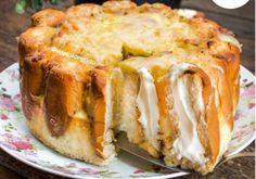 Torta de Bisnaguinha e Cream Cheese   Quer uma torta salgada fácil e deliciosa para o lanche? O Blog do Bom Gosto te ensina a fazer uma torta com pão bisnaguinha e muuito cream cheese!