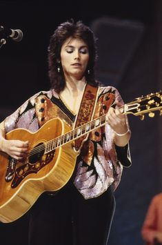 Emmylou Harris' Bohemian Look Has Never Gone Out Of Style (PHOTOS)