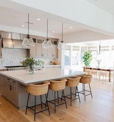 27 Big Kitchen Interior Design Ideas For A Unique And Outstanding Kitchen 27 Big Kitchen Interior De Home Decor Kitchen, Interior Design Kitchen, New Kitchen, Home Kitchens, Kitchen With Big Island, Warm Kitchen, Boho Kitchen, Interior Modern, Kitchen Ideas