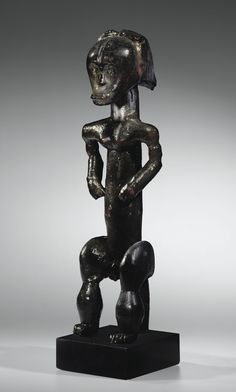 Figure de reliquaire, Fang-Ntumu, Nord du Gabon FANG/NTUMU RELIQUARY FIGURE, NORTH OF GABON Estimate 250,000 — 350,000 EUR LOT SOLD. 540,750 EUR