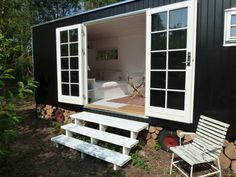 A tiny house in the Danish countryside House Deck, Tiny House Cabin, My House, Tiny Container House, Tiny House Exterior, Backyard Buildings, Garden Deco, House Inside, Rose Cottage
