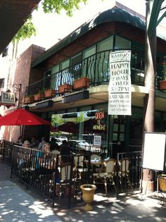 Great outdoor dining at Tapa the World also featuring live music #tapatheworld #sacramento