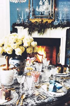 Slideshow : One Week Until Christmas & 42 Images of Holiday Inspiration to Celebrate**Christmas tablescape