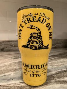 Gadsden designed this flag during the American Revolution in This Tumbler bares the coiled rattle snake ready to strike! Order yours today ! Don't Tread On Me(United States Declaration of Independence signed July Vinyl Tumblers, Custom Tumblers, Personalized Tumblers, Tumbler Diy, Tumbler Quotes, Thermos, Tumblr Cup, Glitter Cups, Glitter Letters
