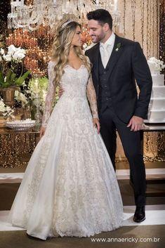 Wedding Karina Flores and Fabio Oliveira - Anna and Ricky Wedding Dressses, Rustic Wedding Dresses, Black Wedding Dresses, Elegant Wedding Dress, Bridal Dresses, Wedding Gowns, Bling Wedding, Backless Wedding, Marie
