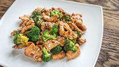 11 Slimming Recipes Under 400 Calories Pistachiu Peanut Sauce Chicken, Ginger Chicken, Keto Chicken, Eat This, Slimming Recipes, Healthy Snacks, Healthy Recipes, Diet And Nutrition, 300 Calories