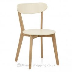 With a trendy scandi inspired design, our Rush Oak and Cream Dining Chair is ideal for kitchens, dining spaces and cafes.