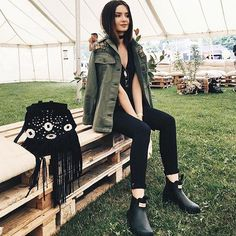 @lolitamas giving us the ultimate festival style inspiration in her @hunterboots 👏🏼🌿