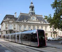 Alstom Citadis 402 tram alstom Place Jean Jaurès, Tours (France)
