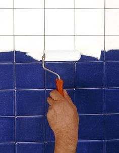 Repainting bathroom tiles: the 3 mistakes to avoid with painting - . - Repainting bathroom tiles: the 3 mistakes to avoid with paint – # 3 til - Tips & Tricks, Home Staging, Diy Painting, Stencils, House Design, Bathroom, Painted Furniture, Sweet, Architecture
