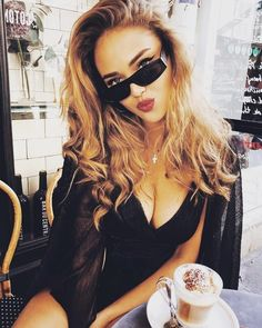 Beautiful Morning Everyone❤ Good Morning Coffee, Coffee Break, Fashion Shoot, Fashion Beauty, Kristina Krayt, Coffee Girl, Most Beautiful Faces, Beautiful Morning, Back To Black