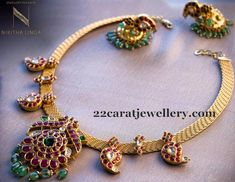 Classic south Indian ruby necklace in 22 carat gold. Ruby Mango necklace in temple jewellery design. Jewelry Design Earrings, Gold Earrings Designs, Necklace Designs, Jewellery Designs, Antic Jewellery, Gold Designs, Jewelry Patterns, Silver Jewellery, Beaded Jewelry
