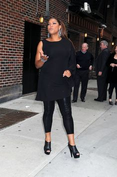 Queen Latifah Ankle boots - Queen Latifah Looks - StyleBistro Queen Fashion, Curvy Fashion, Plus Size Fashion, Girl Fashion, Womens Fashion, Fashion Tips, Fashion Trends, Queen Latifah, Famous Women