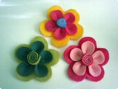 Felt flower layers can be put together in so many color and shape combinations! Perfect size for many of your DIY felt p Felt Roses, Felt Flowers, Diy Flowers, Fabric Flowers, Paper Flowers, Felt Diy, Felt Crafts, Baby Girl Hair Accessories, Felt Brooch