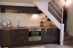 Small flat in Paris - kitchen Easy Home Decor, Home Decor Kitchen, Kitchen Design, Basement Kitchenette, Basement House, Kitchen Under Stairs, Paris Kitchen, Basement Remodel Diy, Long House
