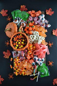 Bonbon Halloween, Fete Halloween, Halloween Desserts, Halloween Food For Party, Holidays Halloween, Spooky Halloween, Halloween Treats, Halloween Cookies, Happy Halloween
