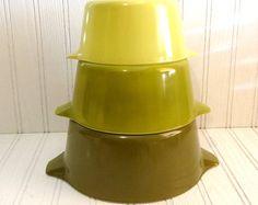 Vintage Pyrex Green Verde Nesting Mixing Bowls Set of Three 1970s, Pyrex Nesting Bowls, Retro Kitchenware, Dining, Serving, Vintage Kitchen