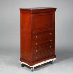 "Secreter ""à abattant"" estilo Luis Felipe en madera de cerezo, del siglo XX  Adjunta cristal en el sobre  126x83,5x43,5 cm"