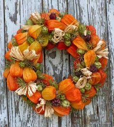Afbeeldingsresultaat voor halloween výrobky Wreath Crafts, Diy Wreath, Door Wreaths, Fall Flowers, Dried Flowers, Autumn Wreaths, Christmas Wreaths, Fall Flower Arrangements, Deco Nature