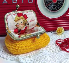 Yellow retro style coin purse jewellery box small clasp