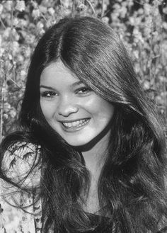 Valerie Bertinelli,, from one day at a time to even now in Hot in Cleveland she's never changed just incredibly gorgeous ! 5 🌟 Perfection incredible beauty and the sexiest women in the world ! Valerie Bertinelli Young, Holly Marie Combs, Old Hollywood Stars, Sheer Beauty, Italian Beauty, Van Halen, Celebs, Celebrities, Girl Crushes