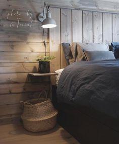 Love it✨ Cred: @toisak Alltid vært stor fan av bildene Tonje deler fra sitt hjem. Blir ikke noe mindre fan nå, når hun i tillegg deler så nydelige bilder fra sin lekre hytte! Himmel så lun, flott og gjennomført ____________ #fremsnakk #cabin #hytteliv #hytte #hytteinspirasjon #hytteinteriør #hyttesoverom #soverom #soveromsinspo #bedroom #bedroominspo #boligmagasinet #cabinlife #mountainhouse #cozy #hygge #stemming #wooden #woodenfurniture #hyttemagasinet #hytteinspirasjon #nordiskint...