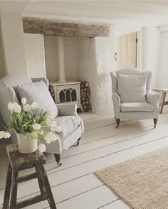 Ideas For Kitchen French Country Farmhouse Style Wood Beams Cottage Lounge, Cottage Living Rooms, My Living Room, Home And Living, Cottage Shabby Chic, Country Cottage Interiors, Rustic Cottage, White Cottage, Deco Champetre