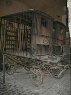 carriages used to transport criminals abandoned.(Dave, we can retrofit our water tanker wagon with a faux cage an 'occupant'? Abandoned Buildings, Abandoned Places, Abandoned Prisons, Photo Post Mortem, Old Photos, Vintage Photos, Old Wagons, Parks, Horse Drawn