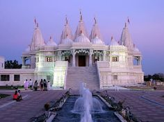THIS IS IN HOUSTON?! On a mission to find this beautiful place Shri Swaminarayan Mandir - Houston Attractions