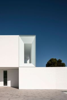 This is Fascinating Modern Minimalist Architecture Design 36 image, you can read and see another amazing image ideas on 50 Fascinating Modern Minimalist Architecture Design gallery and article on the website