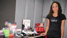 Magaly, experta de OPI Nail Bar San Salvador encargada de realizar un nail art muy interesante en nuestra modelo!