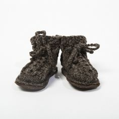 Nellies Baby Booties - hand knit baby boots, made in Ireland, available in báinín or black sheep Knitted Baby Boots, Baby Booties, Baby Shoes, Irish Design, Newborn Baby Gifts, Baby Knitting, Booty, Black Sheep, Ireland