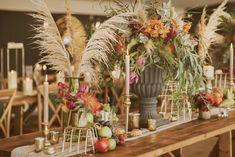 Capim dos pampas: 91 formas de usar na decoração do casamento Wedding Decor, Wedding Ideas, Green Gold Weddings, Wedding Flowers, Rose Wedding, Wedding Bells, Dream Wedding, Bridal Cape, Pampas Grass