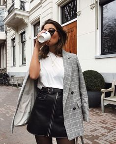 Cute Fall outfit inspiration: blazer and leather skirt edition Street Style Outfits, Mode Outfits, Fashion Outfits, Womens Fashion, Fashion Trends, Fashion 2017, Blazer Fashion, Fashion Clothes, Fashion Tips