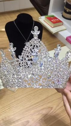 BJ218 Luxury Wedding Crowns (Silver/Gold). : Estimated Delivery Time: USA 10-25 Days (standard shipping) ; Worldwide 15-30 Days. : Processing time 2-5 business days after payment. Indian Bridal Jewelry Sets, Wedding Jewelry Sets, Wedding Accessories, Wedding Tiara Veil, Wedding Crowns, Bridal Crown, Bridal Tiara, Wedding Beauty, Luxury Wedding