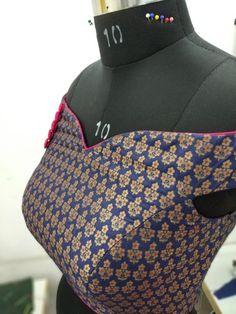 Perfect Princess Cut Blouse Cutting at home In Telugu Saree Blouse Neck Designs, Sari Blouse Designs, Dress Sewing Patterns, Blouse Patterns, Crochet Patterns, Princess Cut Blouse, Blouse Tutorial, Sewing Collars, Blouse Models