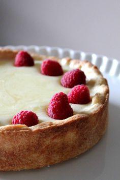 Lemon curd & raspberry tart