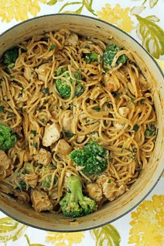This One-Pot Creamy Chicken Piccata Pasta has bright lemon flavor in a rich, creamy sauce! Just 377 calories or 8 Green, 7 Blue or 3 Purple WW SmartPoints. Chicken Piccata Pasta, Garlic Chicken Pasta, One Pot Chicken, Chicken Seasoning, Creamy Chicken, Chicken Broccoli, Skinny Recipes, Ww Recipes, Pasta Recipes