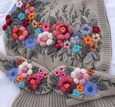 Marvelous Crewel Embroidery Long Short Soft Shading In Colors Ideas. Enchanting Crewel Embroidery Long Short Soft Shading In Colors Ideas. Embroidery Designs, Japanese Embroidery, Embroidery Needles, Crewel Embroidery, Beaded Embroidery, Cross Stitch Embroidery, Crochet Motifs, Crochet Hats, Mode Crochet
