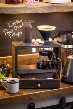 Roasters Coffee, Coffee Dripper, Coffee Grinders, Cafe Logo, Coffee Drinks, Coffee Cups, Drip Coffee, Ninja Coffee, Coffee Tables