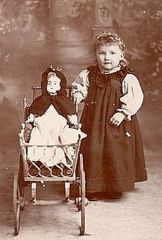 Primarily Primitives by abigailes_mommy: Vintage Little Girls & Dolls Images Vintage Children Photos, Vintage Girls, Vintage Images, Vintage Toys, Antique Pictures, Old Pictures, Old Dolls, Antique Dolls, Beautiful Dolls